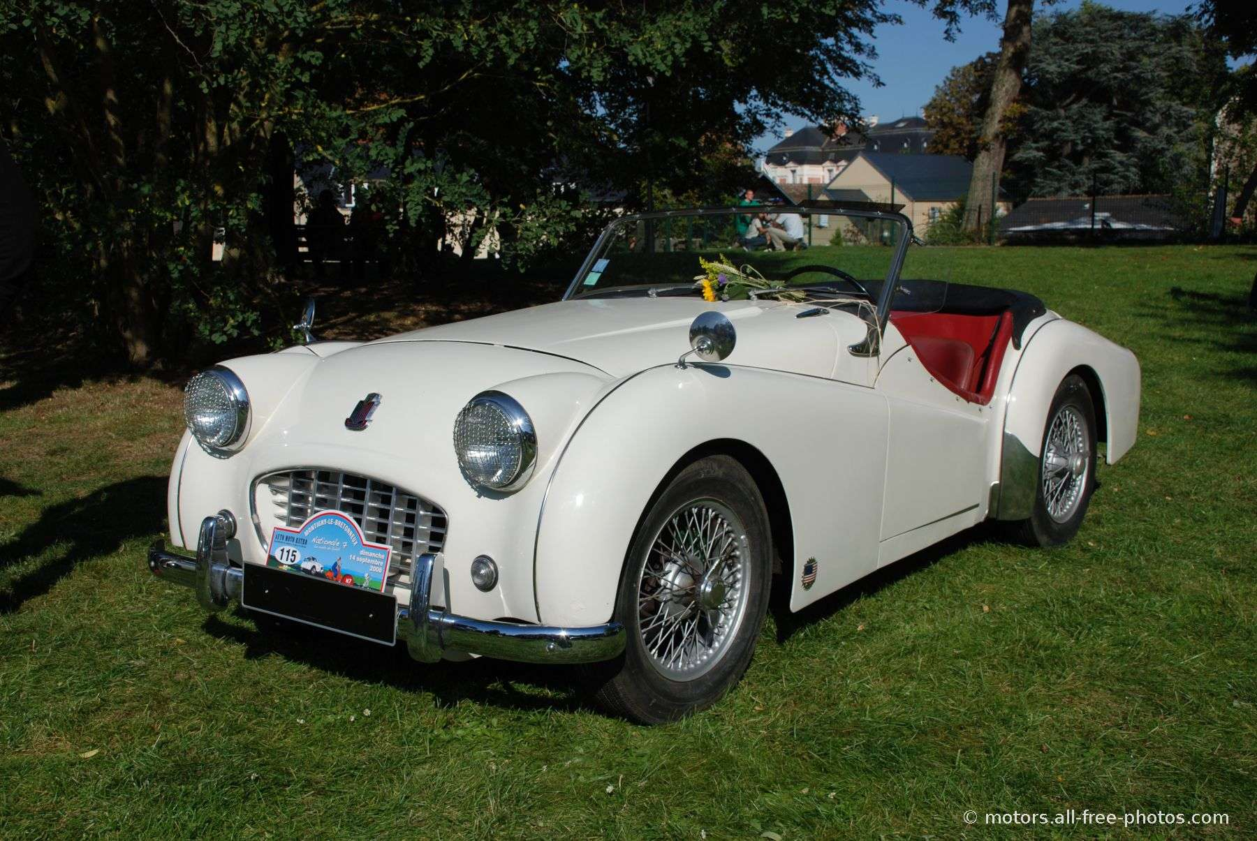 Home Galleries Classic cars English cars Triumph TR2: motors.all-free-photos.com/show/showphoto.php?idph=PI17967&lang=en