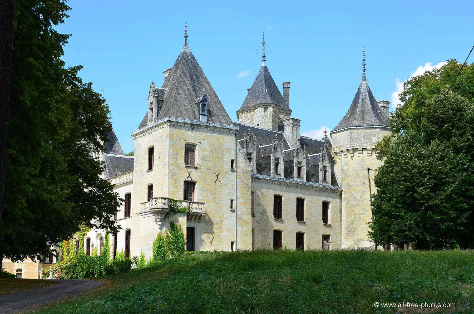 Castle of Ternay