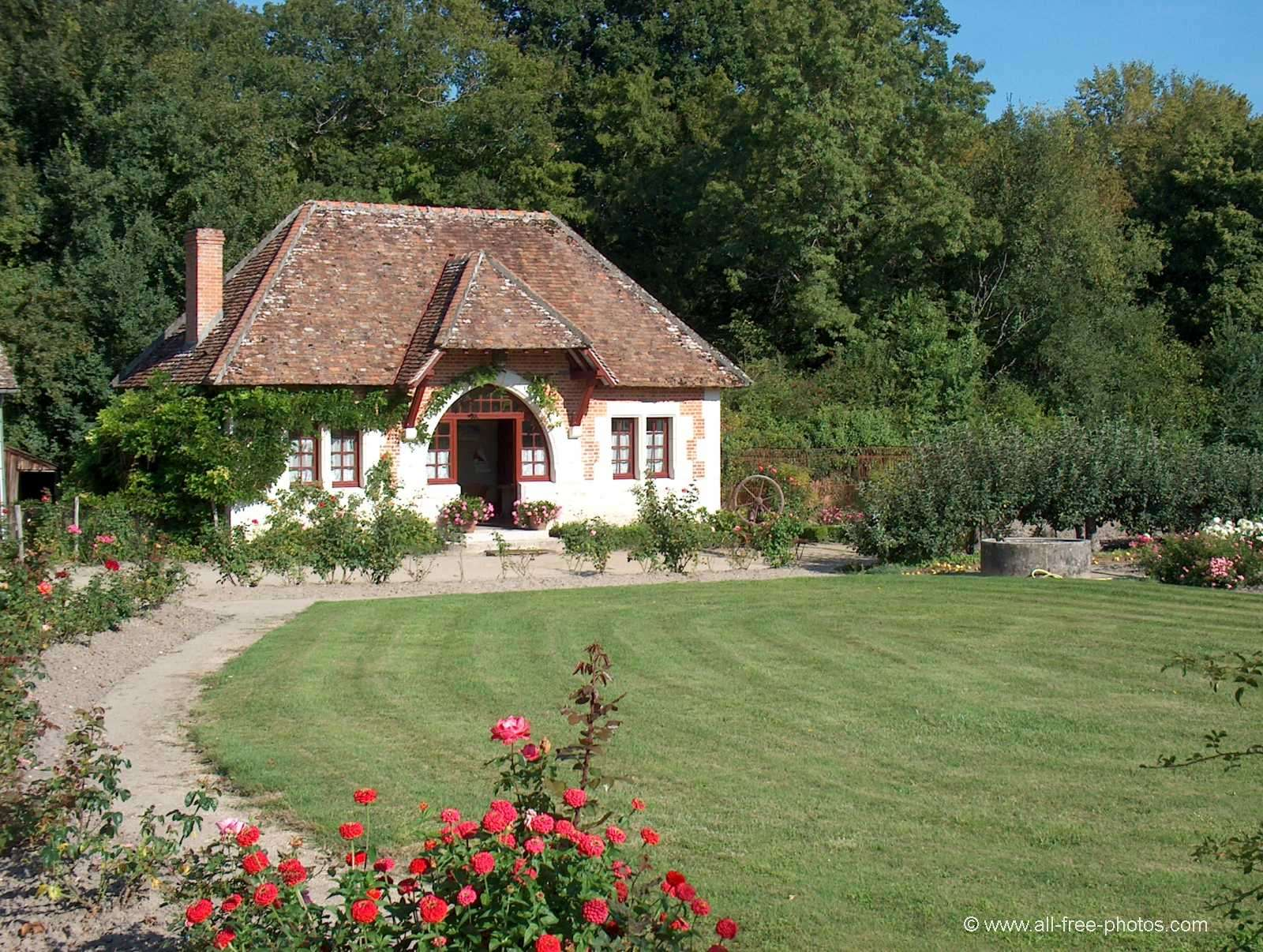 Castle du Moulin (Mill) - garden house - Lassay sur Croisne - France