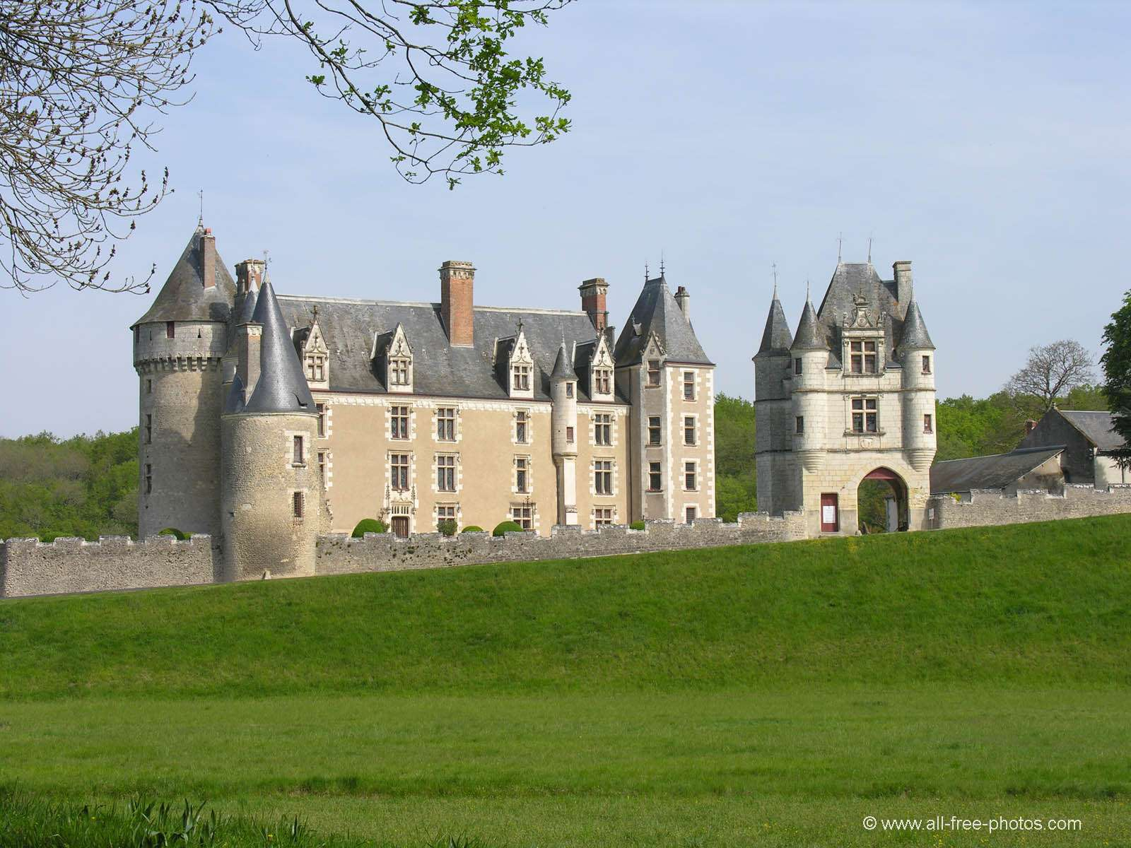 http://www.all-free-photos.com/images/chateaux-4/PI6027-hr.jpg