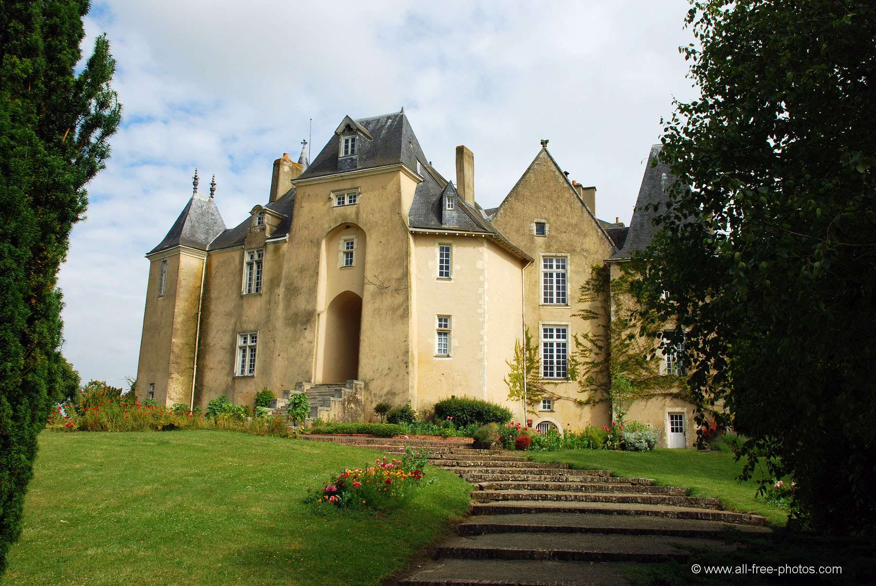 Castle of Pescheray