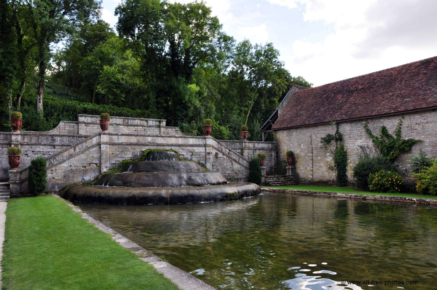 The gardens - Fontenay Abbey - France